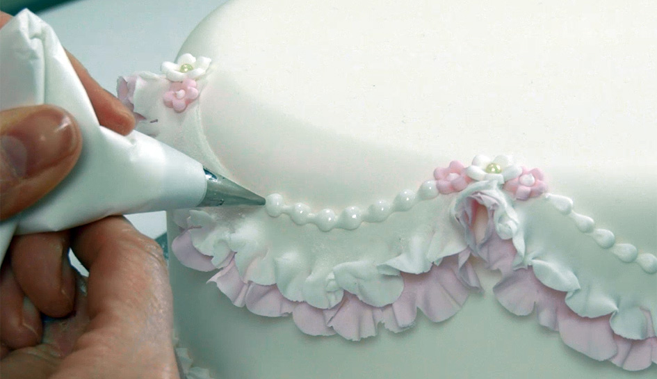 How To Pipe A Snail's Trail With Royal Icing