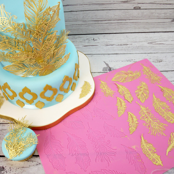 Claire Bowman Feathers Cake Lace Mat