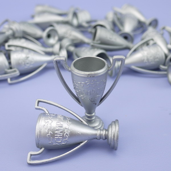 Pack of 25 Silver plastic trophies