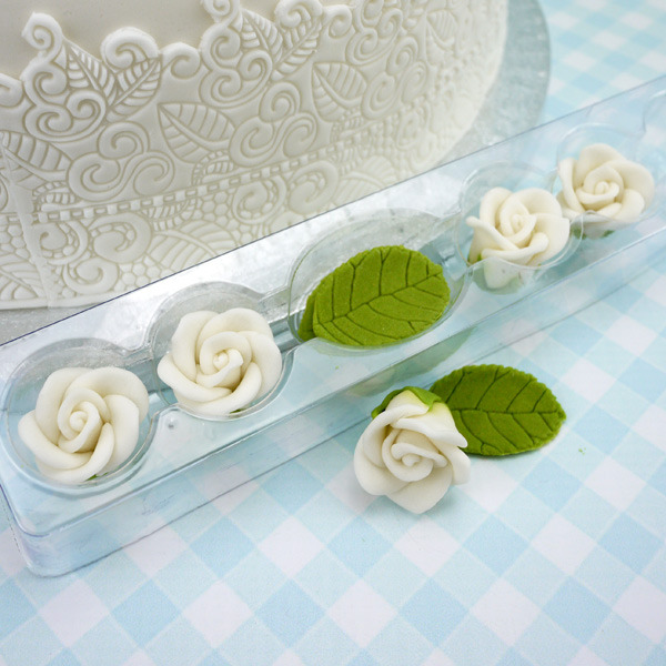Pack Of 5 White Sugar Roses & Leaves by PME