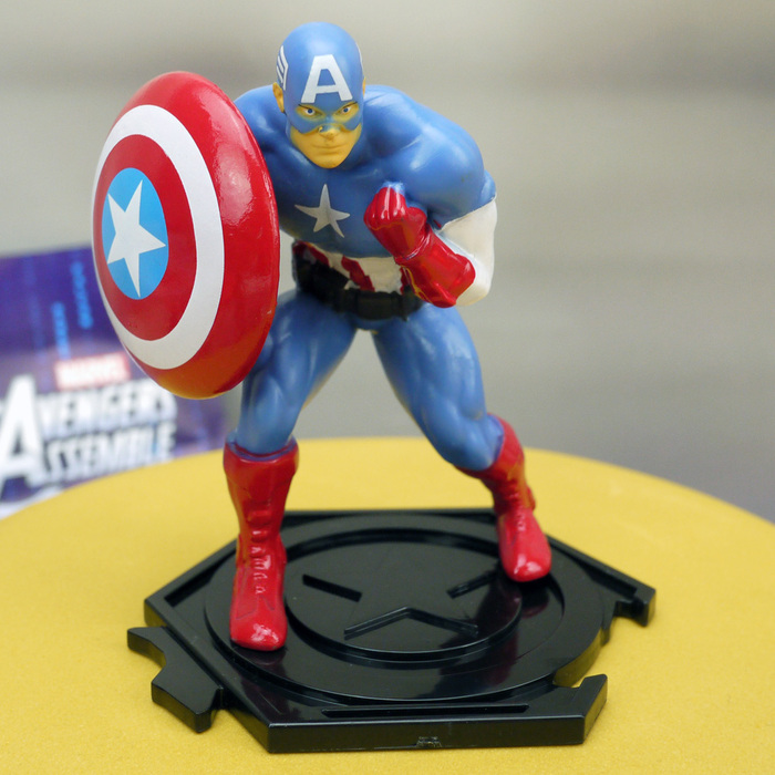 Captain America Figurine-PLS MAKE SURE U HAVE CORRECT ITEM - CHECK CODE